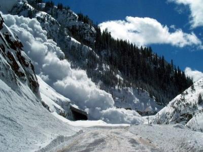 У Карпатах зберігається значна загроза сходження лавин