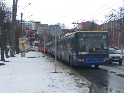 У Чернівцях через відсутність електрики зупинилися тролейбуси - фото