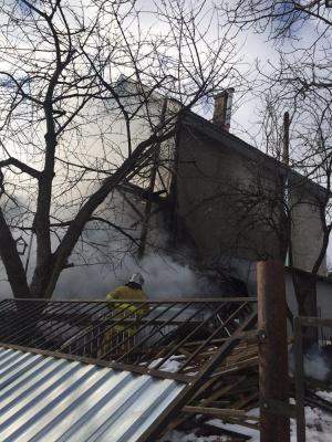 У Чернівцях загорівся будинок на вулиці Каховській – фото