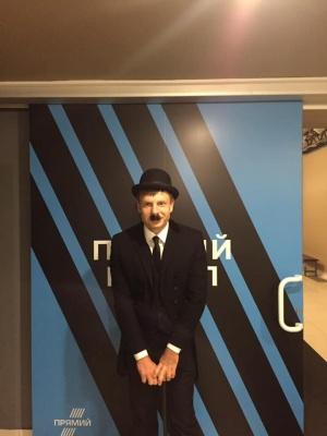 Нардеп Гончаренко потролив Зеленського, прийшовши на ефір «в костюмі клоуна»