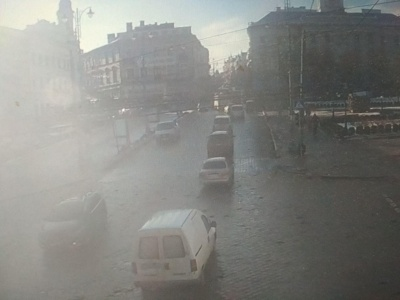 У центрі Чернівців утворився затор через зламану вантажівку - фото