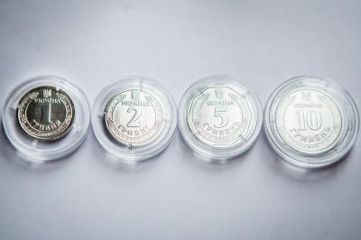 Банкноти 5 та 10 гривень замінять монетами