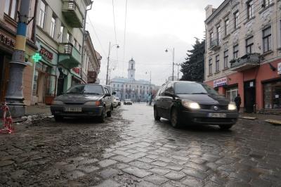 У центрі Чернівців на півтора місяця обмежать рух на Головній