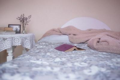 Вчені з'ясували, на якому боці ліжка не можна спати