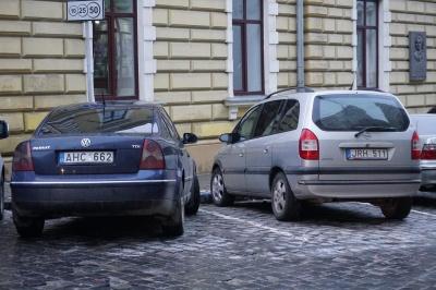 На Буковині ажіотаж на розмитнення «євроблях»: за добу оформили 200 автівок