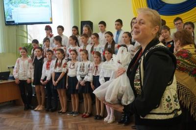 У Чернівцях заколядували 800 школярів - відео