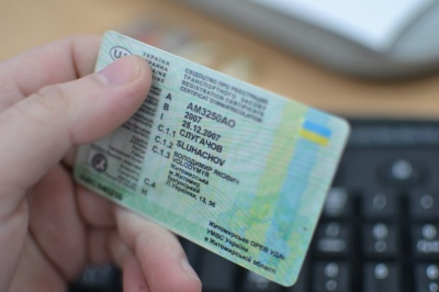 Буковинка у Португалії їздила на авто із підробленим посвідченням водія