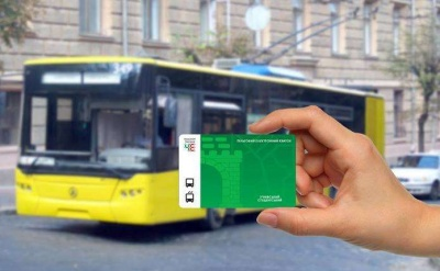 Стало відомо, хто першим у Чернівцях отримає транспортні картки