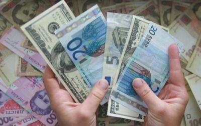 Найбільше грошей в Україну перераховують заробітчани з Польщі