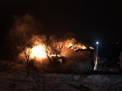 У Чернівцях у масштабній пожежі згорів легковий автомобіль - фото
