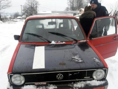 У Сторожинці п'яна 16-річна дівчина викрала автівку - фото
