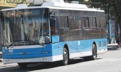 Українці найбільше їздять на авто та тролейбусах