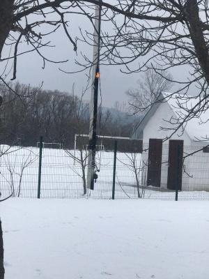 В Черновцах возле «Метро» горела электроопора - видео