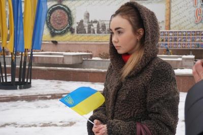 В Черновцах ко Дню Соборности люди об  объединились в «цепь единства» - фото