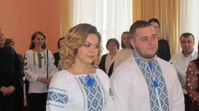 «Брак в сутки»: на Буковине вышла замуж 2000 пара - фото