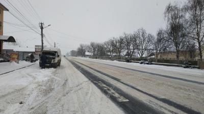 Снігова негода. У поліції розповіли про стан головних автотрас Буковини