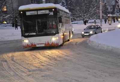 Снігова негода: Чернівці залишились без солі для посипання доріг