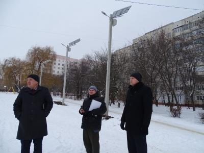 У спальних районах Чернівців встановили 16 вуличних ліхтарів із сонячними батареями