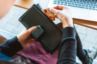 Ризик пухлин і діабету: вчені заявили, що зберігати чеки в гаманці небезпечно для здоров'я