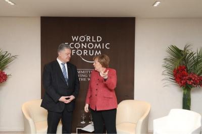 Порошенко у Давосі обговорив з Меркель введення миротворців на Добас