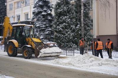 У МіськШЕПі пояснили, чому закінчилась сіль для посипання доріг
