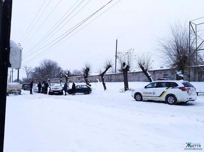 У Кіцмані біля військкомату зіткнулися дві автівки - фото