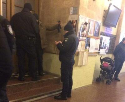 Чернівчанин розбив вікно у мерії Львова, бо «в місті не прибирають сніг»