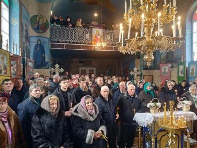 На Буковині у храмі, що перейшов до ПЦУ, відслужили першу літургію