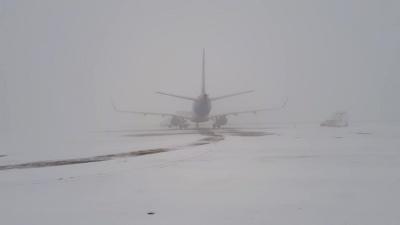 У Чернівцях через туман затримується авіарейс до Києва - фото