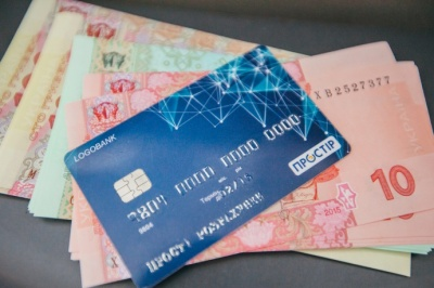 Держстат: Середня зарплата у грудні 2018 року становила 10 573 гривні