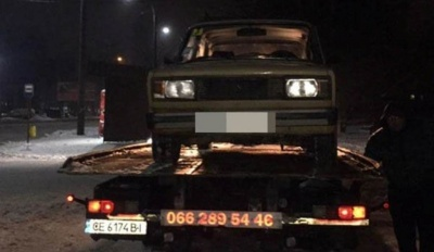 У Чернівцях п'яний водій «Жигулів» посеред вулиці влаштував дрифт – відео
