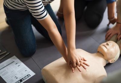 У Чернівцях лікарі безкоштовно навчають надавати домедичну допомогу