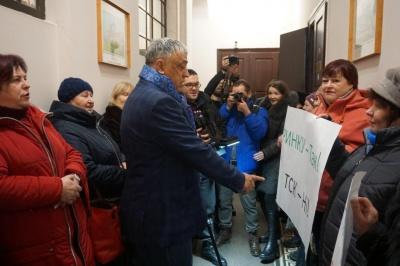 Пікет щодо ринку «Буковинський»: підприємці не покинуть міськраду, доки їх не почують депутати