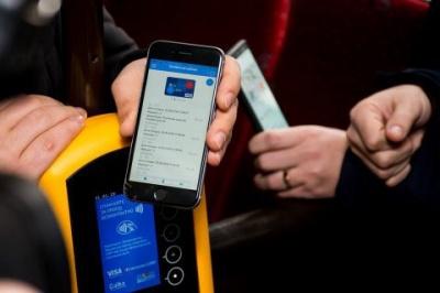 В Івано-Франківську у комунальному транспорті запровадили безконтактні платежі
