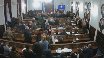Скандал з ринком «Буковинський»: підприємці звільнили міськраду, не добившись нічого