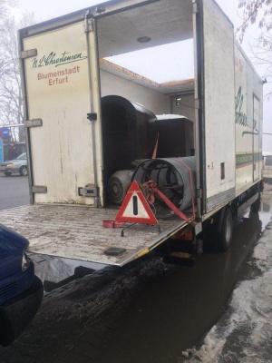 На Буковині вантажівка в'їхала у мікроавтобус - фото