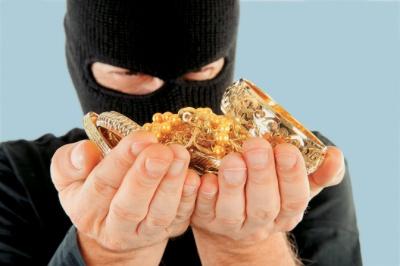 На Буковині судитимуть злодіїв, які пограбували ювелірний на понад 2 млн грн