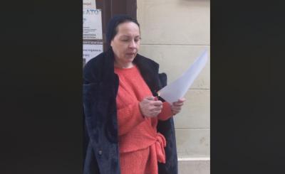 У Чернівцях відома волонтерка спалила грамоту від голови облради - відео