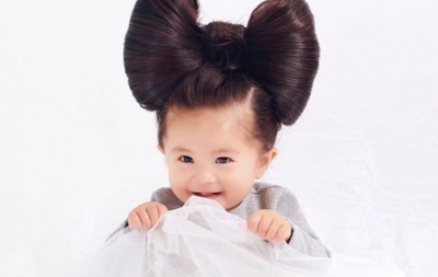 Однорічна японка з неймовірно пишною зачіскою стала моделлю