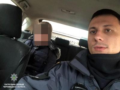 У Чернівцях патрульні допомогли хлопчику, який сів не в ту маршрутку і заблукав
