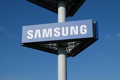 В мережу потрапило відео першого розкладного смартфона Samsung, яке майже відразу видалили