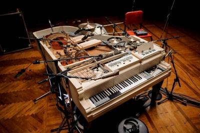 Український гурт записав пісню на роялі, в який вбудували 20 різних інструментів