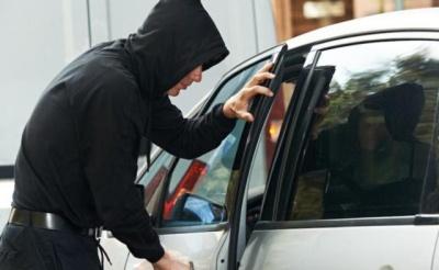 У Чернівцях засудили чоловіка, який викрав з припаркованої автівки майже 8 тисяч