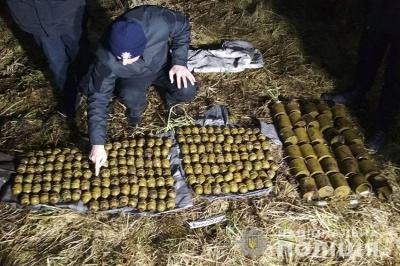 На Хмельниччині чоловік знайшов три мішки з гранатами