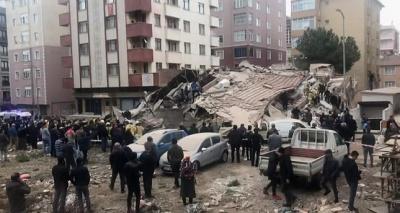 У Стамбулі обвалилася багатоповерхівка. Є жертви