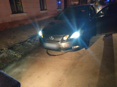У Чернівцях водій «Лексуса» «під кайфом» намагався замінити власну сечу під час аналізів
