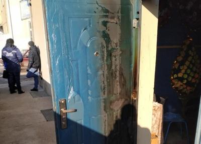 На Буковині невідомі молодики хотіли підпалити магазин, який належить мерові райцентру