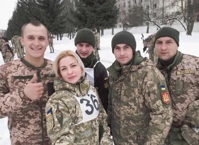 Покинула крісло чиновниці заради армії: психолог з Буковини допомагає бійцям на Донбасі