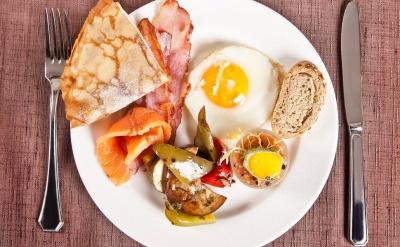 Які продукти харчування не варто вживати на сніданок
