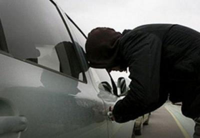 У Чернівцях розшукують чоловіків, яких підозрюють викраденні авто - фото